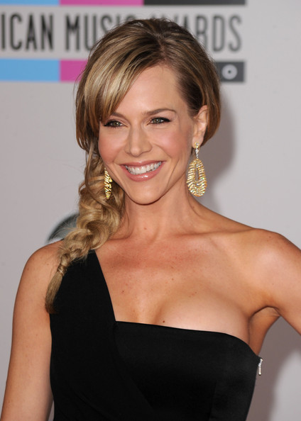 Actress Julie Benz arrives at the 2010 American Music Awards held at Nokia Theatre L.A. Live on November 21, 2010 in Los Angeles, California.