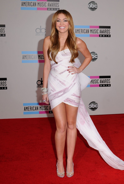 Singer Miley Cyrus arrives at the 2010 American Music Awards held at Nokia Theatre L.A. Live on November 21, 2010 in Los Angeles, California.