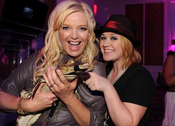 Kelly Clarkson Melissa Peterman and Kelly Clarkson attend the 2010 CMT Music Awards after party at the Hutton Hotel on June 9, 2010 in Nashville, Tennessee.