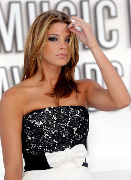 Actress Ashley Greene arrives at the 2010 MTV Video Music Awards at NOKIA Theatre L.A. LIVE on September 12, 2010 in Los Angeles, California.