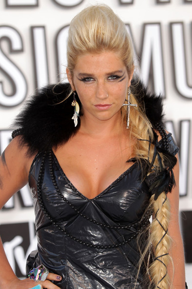 Singer Kesha arrives at the 2010 MTV Video Music Awards at NOKIA Theatre L.A. LIVE on September 12, 2010 in Los Angeles, California.