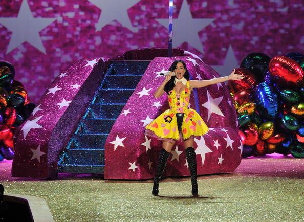 Singer Katy Perry (R) performs during the 2010 Victoria's Secret Fashion Show at the Lexington Avenue Armory on November 10, 2010 in New York City.
