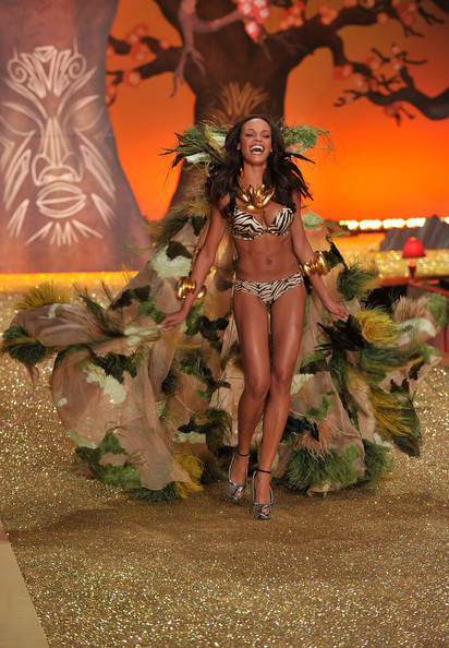 Model Selita Ebanks  walks the runway during the 2010 Victoria's Secret Fashion Show at the Lexington Avenue Armory on November 10, 2010 in New York City.