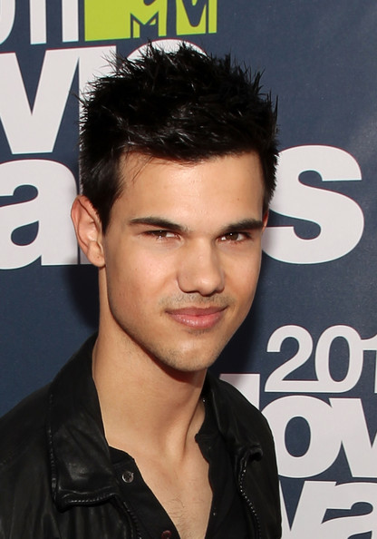 Taylor Lautner Proves He's Still The Hottest Werewolf At MTV Movie ...