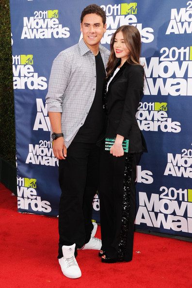 Actress Hailee Steinfeld (R) and brother Griffin Steinfeld arrive at the 2011 MTV Movie Awards at Universal Studios' Gibson Amphitheatre on June 5, 2011 in Universal City, California.