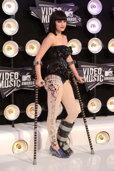 Singer Jessie J arrives at the 2011 MTV Video Music Awards at Nokia Theatre L.A. LIVE on August 28, 2011 in Los Angeles, California.