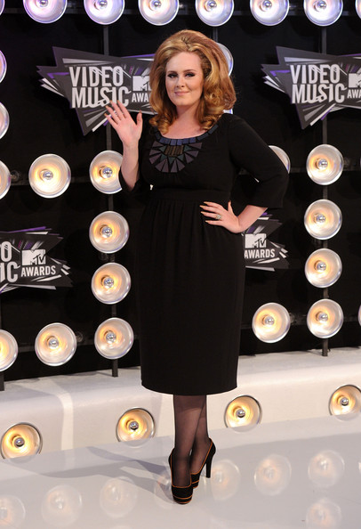 Singer Adele arrives at the 2011 MTV Video Music Awards at Nokia Theatre L.A. LIVE on August 28, 2011 in Los Angeles, California.