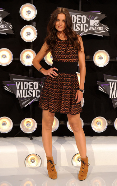 Actress Katie Holmes arrives at the 2011 MTV Video Music Awards at Nokia Theatre L.A. LIVE on August 28, 2011 in Los Angeles, California.