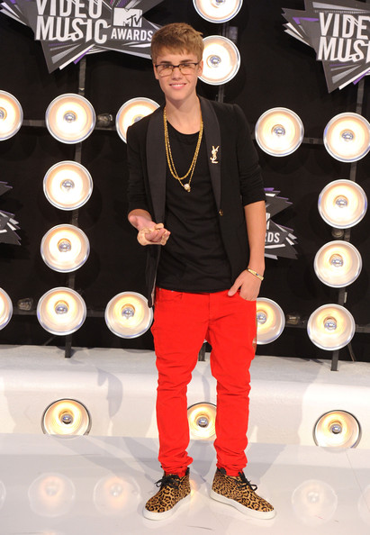 Singer Justin Bieber arrives at the 2011 MTV Video Music Awards at Nokia Theatre L.A. LIVE on August 28, 2011 in Los Angeles, California.
