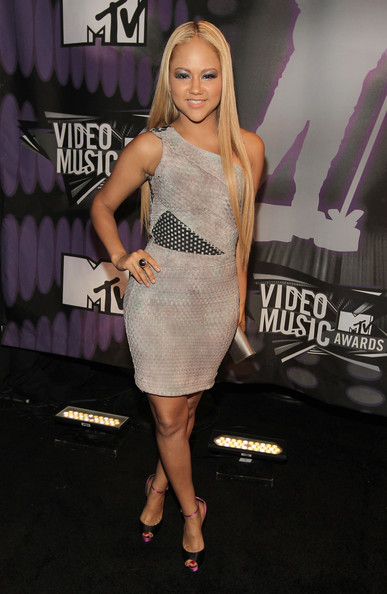 Singer Kat DeLuna arrives at the 2011 MTV Video Music Awards at Nokia Theatre L.A. LIVE on August 28, 2011 in Los Angeles, California.