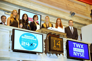 John R. Merrell 2011 SI Swimsuit Models ring the NYSE Closing Bell