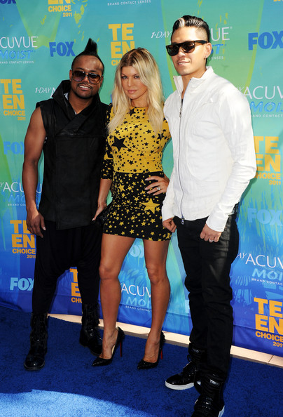 (L-R) Singers apl.de.ap, Fergie and Taboo of the The Black Eyed Peas arrive at the 2011 Teen Choice Awards held at the Gibson Amphitheatre on August 7, 2011 in Universal City, California.