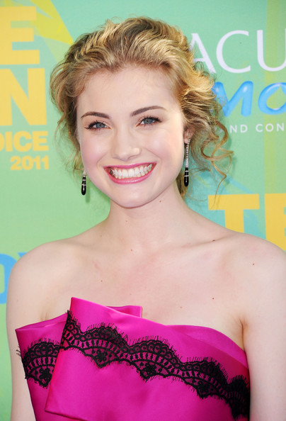 Actress Skyler Samuels arrives at the 2011 Teen Choice Awards held at the Gibson Amphitheatre on August 7, 2011 in Universal City, California.