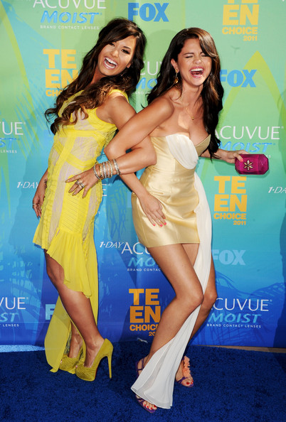 Singer/actresses Demi Lovato (L) and Selena Gomez arrive at the 2011 Teen Choice Awards held at the Gibson Amphitheatre on August 7, 2011 in Universal City, California.