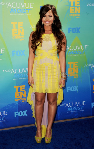 Singer/actress Demi Lovato arrives at the 2011 Teen Choice Awards held at the Gibson Amphitheatre on August 7, 2011 in Universal City, California.