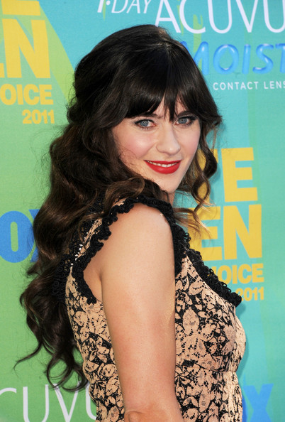 Actress Zooey Deschanel  arrives at the 2011 Teen Choice Awards held at the Gibson Amphitheatre on August 7, 2011 in Universal City, California.