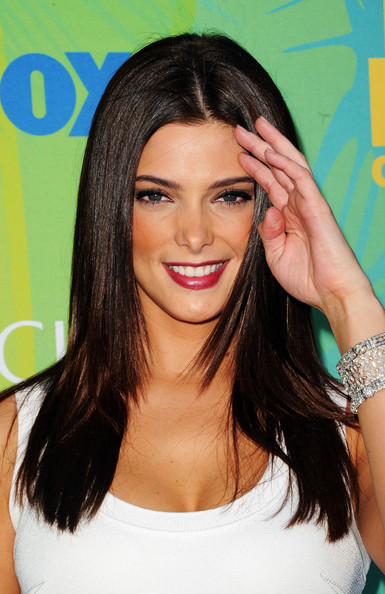 Actress Ashley Greene arrives at the 2011 Teen Choice Awards held at the Gibson Amphitheatre on August 7, 2011 in Universal City, California.