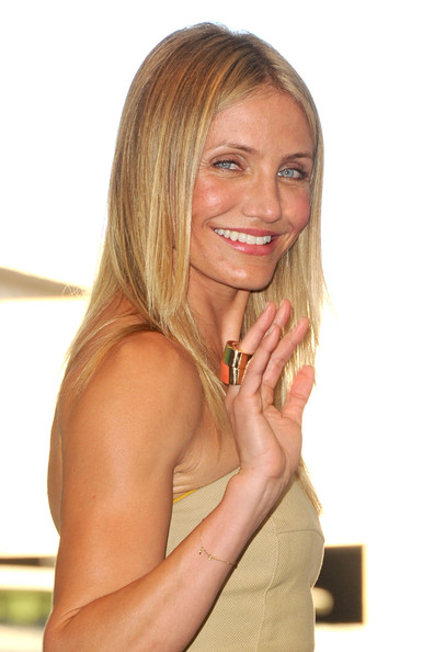 "Actress Cameron Diaz, winner of the Best Actress Comedy award for ""Bad Teacher"" poses in the press room during the 2011 Teen Choice Awards held at the Gibson Amphitheatre on August 7, 2011 in Universal City, California."