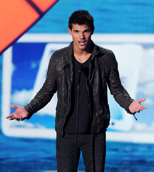 Actor Taylor Lautner speaks onstage during the 2011 Teen Choice Awards held at the Gibson Amphitheatre on August 7, 2011 in Universal City, California.