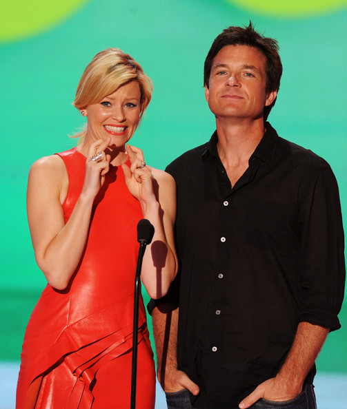 Actors Elizabeth Banks (L) and Jason Bateman speak onstage during the 2011 Teen Choice Awards held at the Gibson Amphitheatre on August 7, 2011 in Universal City, California.