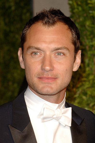 Actor Jude Law arrives at the Vanity Fair Oscar party hosted by Graydon Carter held at Sunset Tower on February 27, 2011 in West Hollywood, California.