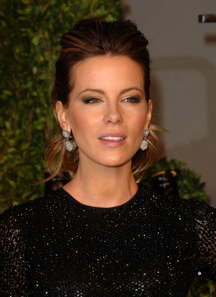 Actress Kate Beckinsale arrives at the Vanity Fair Oscar party hosted by Graydon Carter held at Sunset Tower on February 27, 2011 in West Hollywood, California.