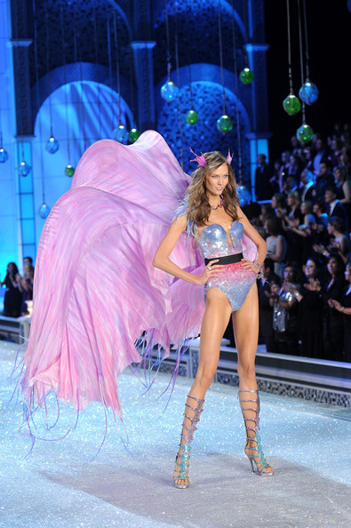 Karlie Kloss In 2011 Victoria 39 S Secret Fashion Show