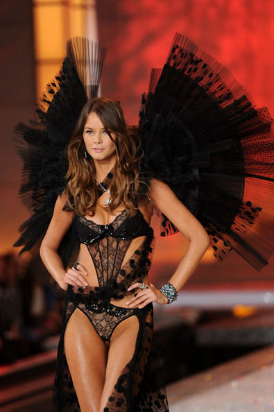 Model Flavia de Oliveira walks the runway during the 2011 Victoria's Secret Fashion Show at the Lexington Avenue Armory on November 9, 2011 in New York City.
