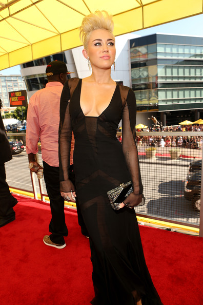 Singer / Actress Miley Cyrus arrives at the 2012 MTV Video Music Awards at Staples Center on September 6, 2012 in Los Angeles, California.