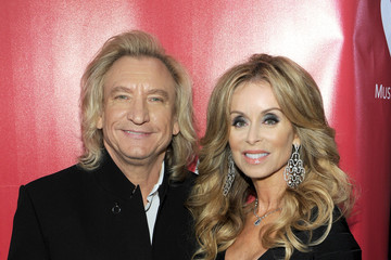 Joe Walsh Marjorie Bach 2017 Musicares Person Of The Year Tribute To Paul Mccartney Red