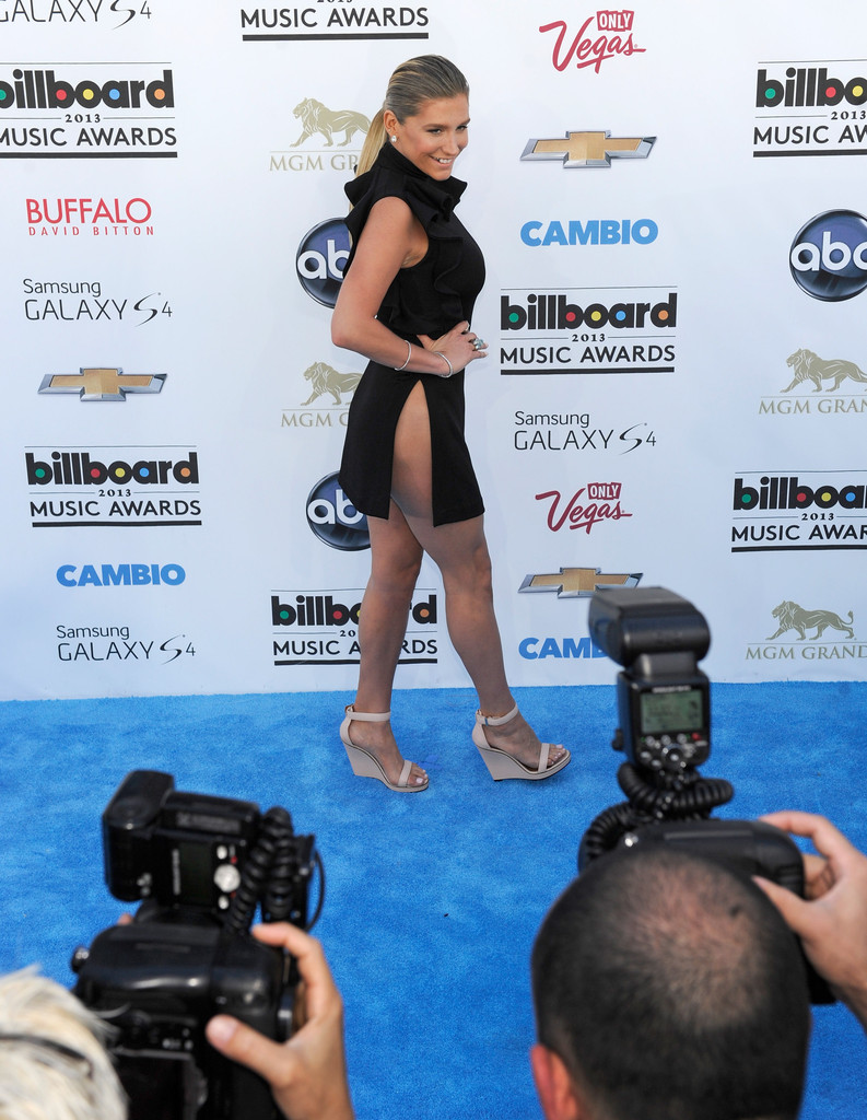 Ke$ha's Billboard Music Awards Look Was So Demure—Just Kidding! Hello, Side-Butt!