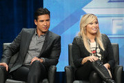 She stops and talks with Mario Lopez. - Demi Lovato's Celebrity Friends
