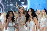 November: Victoria's Secret Angels - The Year in Pics