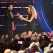 She gets presented awards by Lionel Richie.
