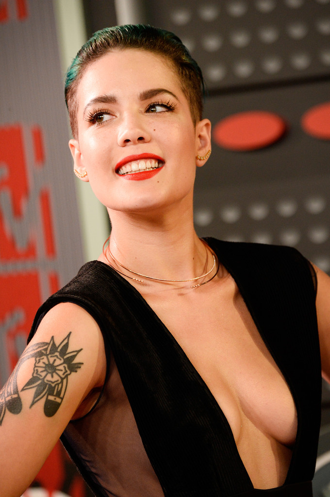 Halsey Photos Photos - 2015 MTV Video Music Awards ...