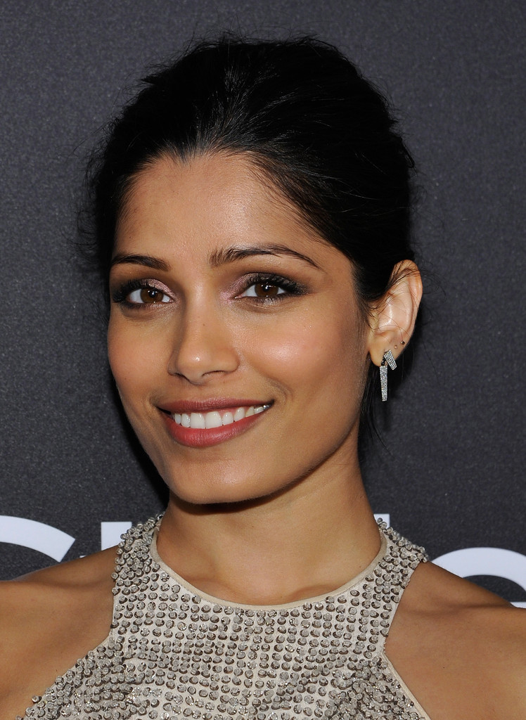 Freida Pinto Photos - The 2017 InStyle and Warner Bros ... Freida Pinto