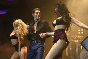 Perry Farrell (C) and Etty Lau Farrell (R) of Jane's Addiction perform onstage during the 2017 Rhonda's Kiss Benefit Concert at Hollywood Palladium on December 8, 2017 in Los Angeles, California.  (Photo by Emma McIntyre/Getty Images for Rhonda's Kiss) *** Local Caption *** Perry Farrell; Etty Lau Farrell