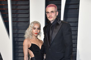 Actors Zoe Kravitz (L) and Karl Glusman attend the 2017 Vanity Fair Oscar Party hosted by Graydon Carter at Wallis Annenberg Center for the Performing Arts on February 26, 2017 in Beverly Hills, California.