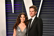 America Ferrera (L) and Ryan Piers Williams attend the 2019 Vanity Fair Oscar Party hosted by Radhika Jones at Wallis Annenberg Center for the Performing Arts on February 24, 2019 in Beverly Hills, California.