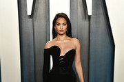 Shanina Shaik attends the 2020 Vanity Fair Oscar Party hosted by Radhika Jones at Wallis Annenberg Center for the Performing Arts on February 09, 2020 in Beverly Hills, California.