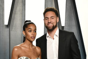 (L-R) Laura Harrier and Klay Thompson attend the 2020 Vanity Fair Oscar Party hosted by Radhika Jones at Wallis Annenberg Center for the Performing Arts on February 09, 2020 in Beverly Hills, California.
