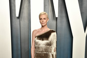 Charlize Theron  attends the 2020 Vanity Fair Oscar Party hosted by Radhika Jones at Wallis Annenberg Center for the Performing Arts on February 09, 2020 in Beverly Hills, California.