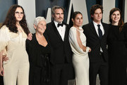 (L-R) Rain Phoenix, Arlyn Phoenix, Joaquin Phoenix, Summer Phoenix and guests attend the 2020 Vanity Fair Oscar Party hosted by Radhika Jones at Wallis Annenberg Center for the Performing Arts on February 09, 2020 in Beverly Hills, California.