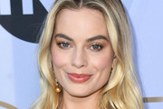 Margot Robbie attends 25th Annual Screen Actors Guild Awards at The Shrine Auditorium on January 27, 2019 in Los Angeles, California.