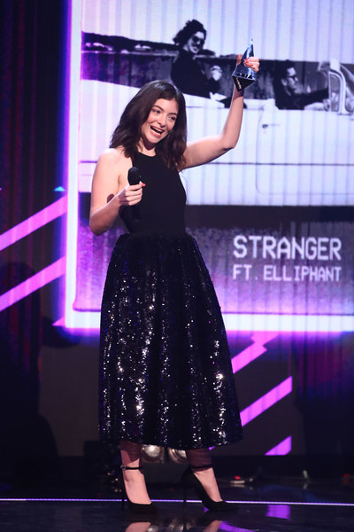 Lorde stepped onstage at the 2017 ARIA Awards wearing a black halter dress with a sparkly skirt.