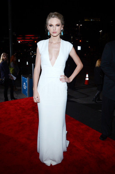 Stunning, Sad Taylor Swifts Wears a Low-Cut White Dress to People\'s ...