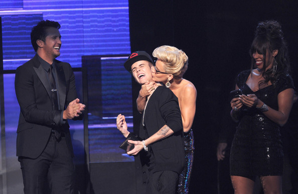 The Most Memorable Moments from the 2012 American Music Awards