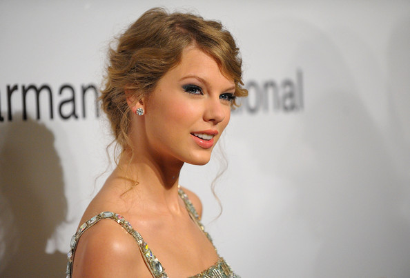 taylor swift hairstyles for prom. taylor swift prom hairstyles.
