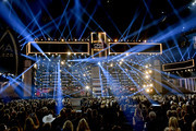 (FOR EDITORIAL USE ONLY) (L-R)  Jon Pardi, Lindsay Ell, Luke Bryan, Luke Combs, Chris Janson and Ashley McBryde perform onstage during the 52nd annual CMA Awards at the Bridgestone Arena on November 14, 2018 in Nashville, Tennessee.