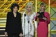 Lily Tomlin (L), Dolly Parton (C) and Jane Fonda speak during the 69th Emmy Awards at the Microsoft Theatre on September 17, 2017 in Los Angeles, California. / AFP PHOTO / Frederic J. Brown